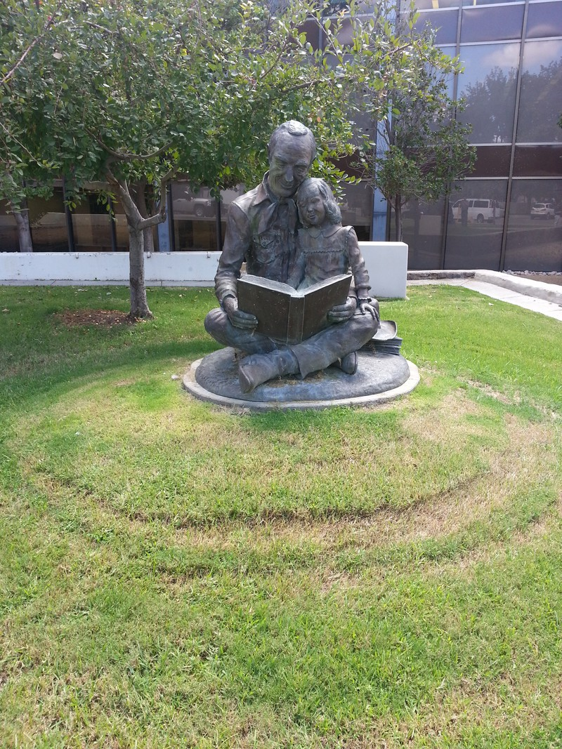 father-daughter-reading-statue.jpg