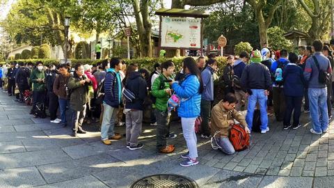 証人アノマリー京都の行列