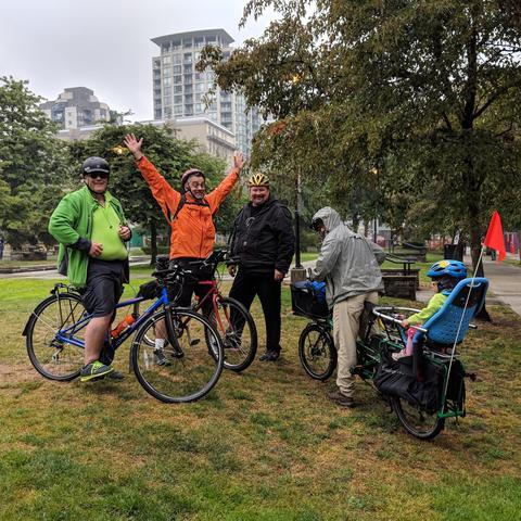 カサンドラプライム・フィラデルフィア:降雨の中のバイクチーム