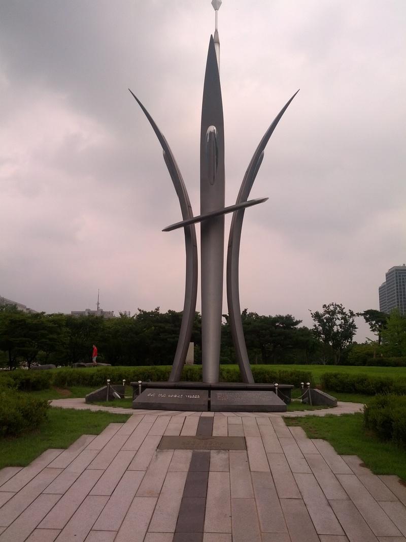 공군-창군-60주년-기념탑.jpg
